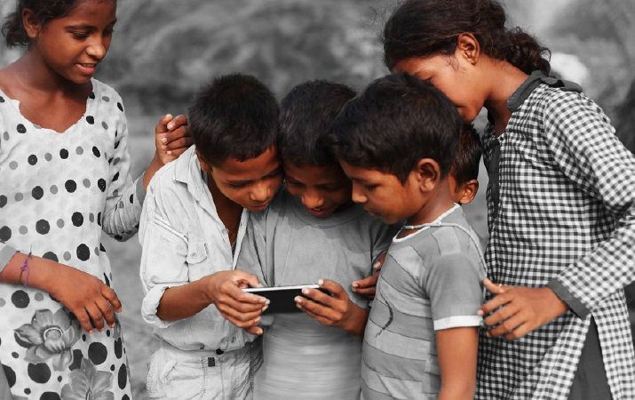 Under special drive Himachal Education Department may give smartphones to needy students